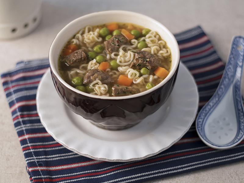 SOPA RAMEN DE RES | La mezcla perfecta de res, verduras y pasta para comer en sopa.