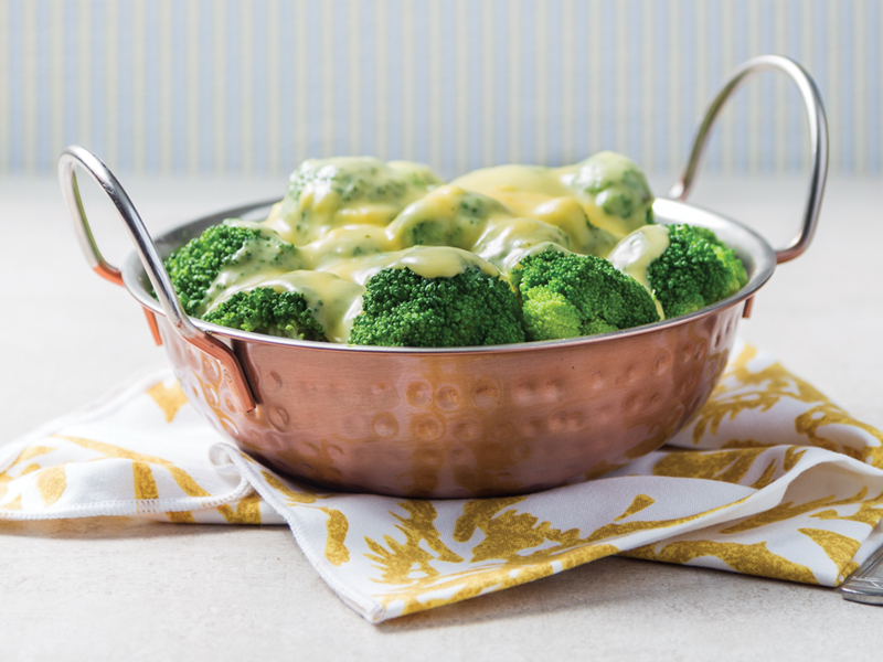 BRÓCOLI CON SALSA DE QUESO   Para no aburrirte, come las verduras de una forma diferente.