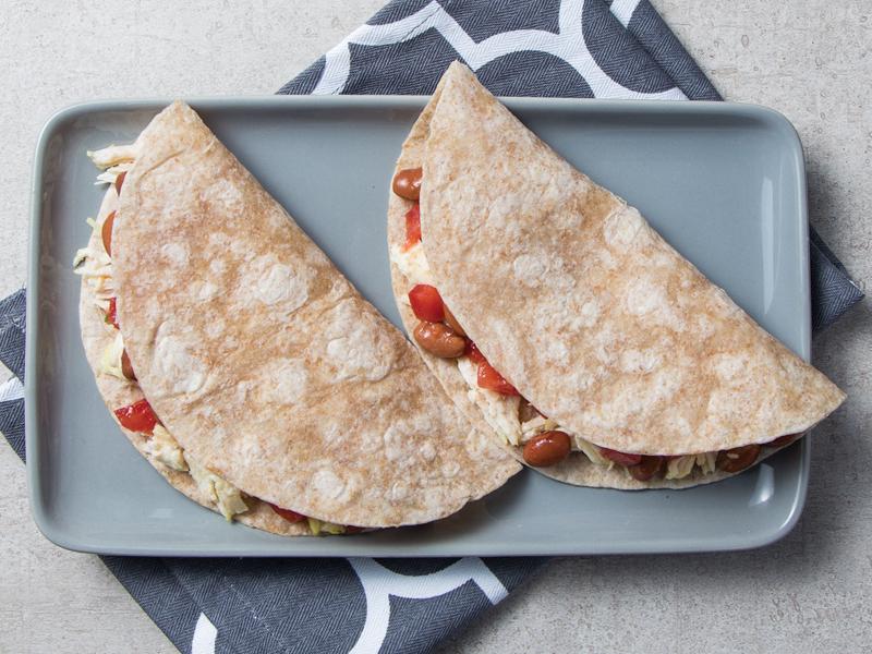 DOBLADAS DE POLLO Y FRIJOL | Un plato completo para almorzar o cenar.