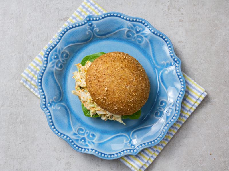 SÁNDWICH DE ENSALADA DE POLLO AL LIMÓN   La opción sana para comer este clásico sándwich.