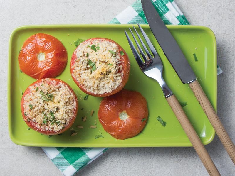 TOMATES RELLENOS MIGADOS | La porción perfecta de carbohidratos y vegetales para acompañar cualquier carne.