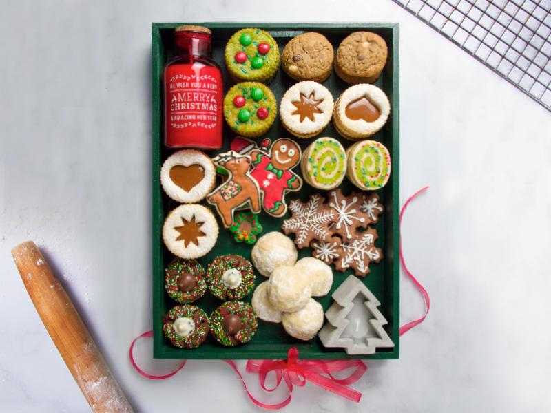 UN REGALO ESPECIAL PARA COMPARTIR, HECHO CON AMOR   Comparte tiempo con tus hijos preparando esta variedad de galletas para regalarle a alguien especial esta navidad.