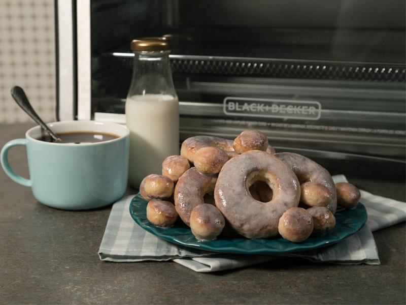 Donas Fritas sin Aceite ¡cero culpa!   Con el Horno Tecnología para Freír de BLACK+DECKER® puedes hacer esta y muchas más recetas deliciosas ¡sin culpa!