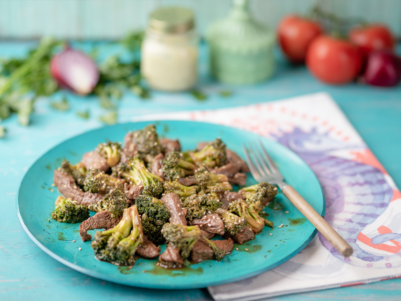 MONGOLIAN BEEF CON BRÓCOLI | Como el de los restaurantes asiáticos, para preparar en casa.